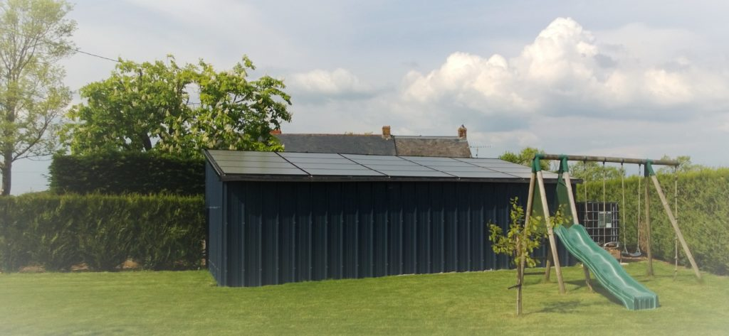 Abri de jardin photovoltaïque
